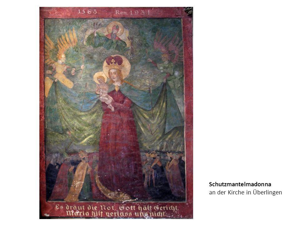 Schutzmantelmadonna an der Kirche in Überlingen