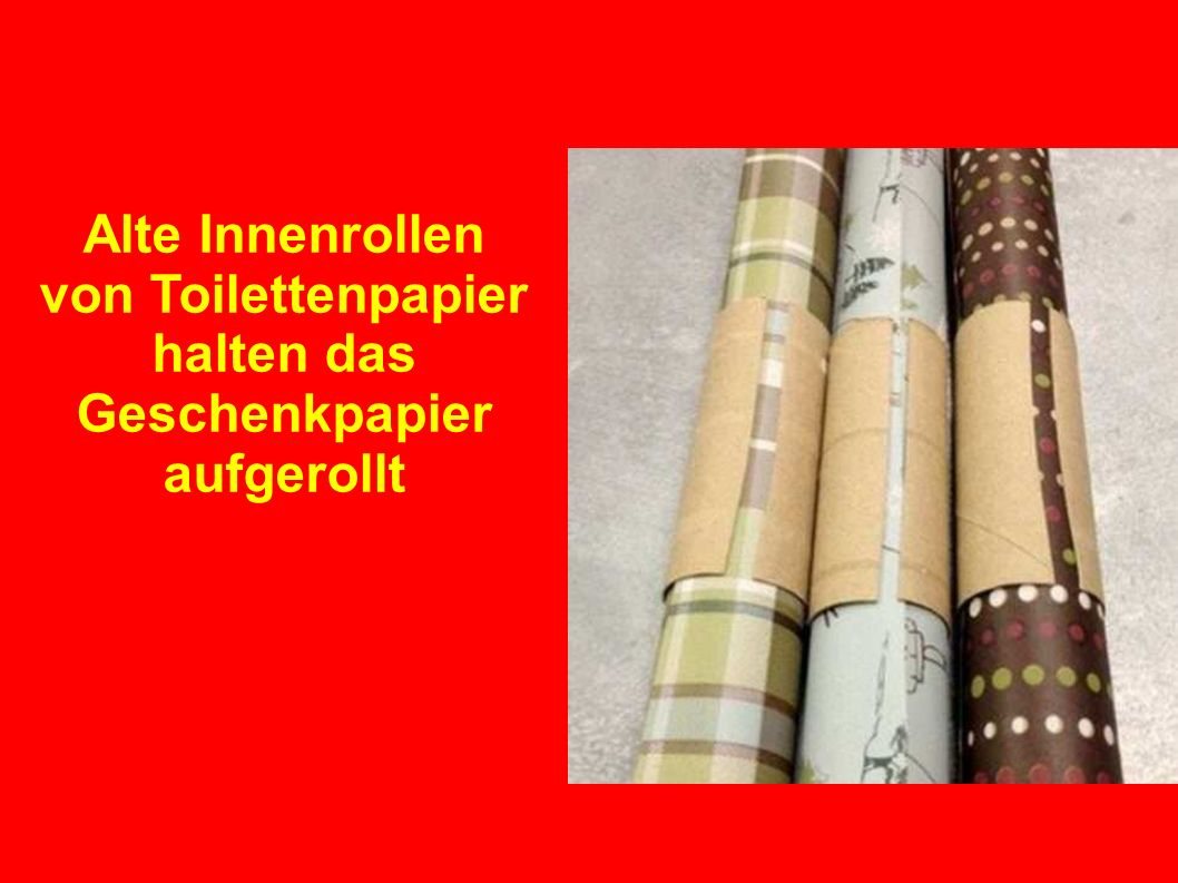 Alte Innenrollen von Toilettenpapier halten das Geschenkpapier aufgerollt