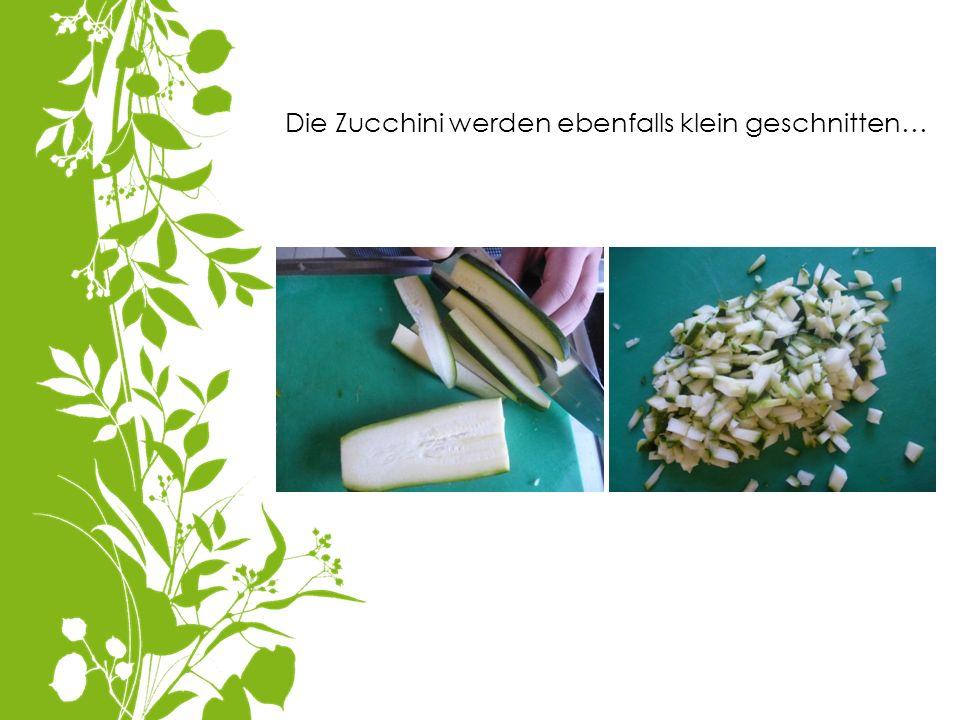 Die Zucchini werden ebenfalls klein geschnitten…