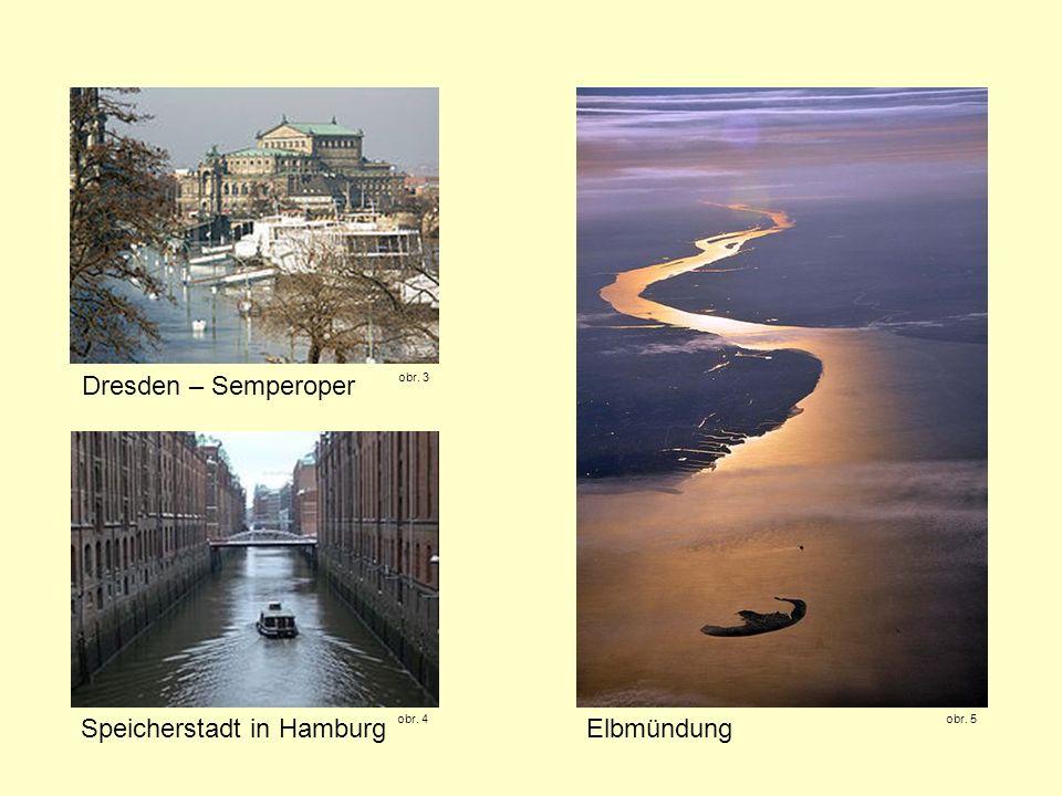Speicherstadt in Hamburg Elbmündung