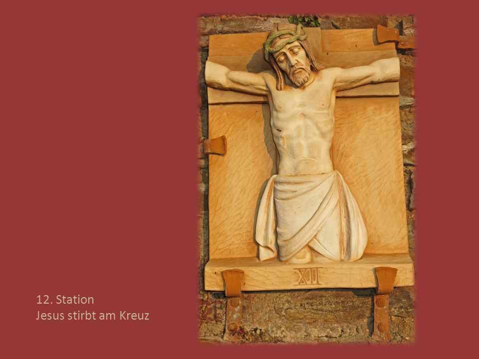 12. Station Jesus stirbt am Kreuz