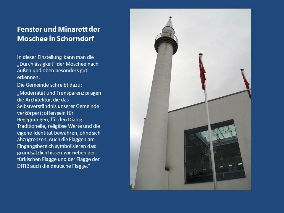 Fenster und Minarett der Moschee in Schorndorf