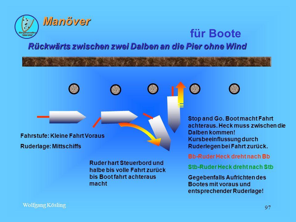 Manöver für Boote Rückwärts zwischen zwei Dalben an die Pier ohne Wind