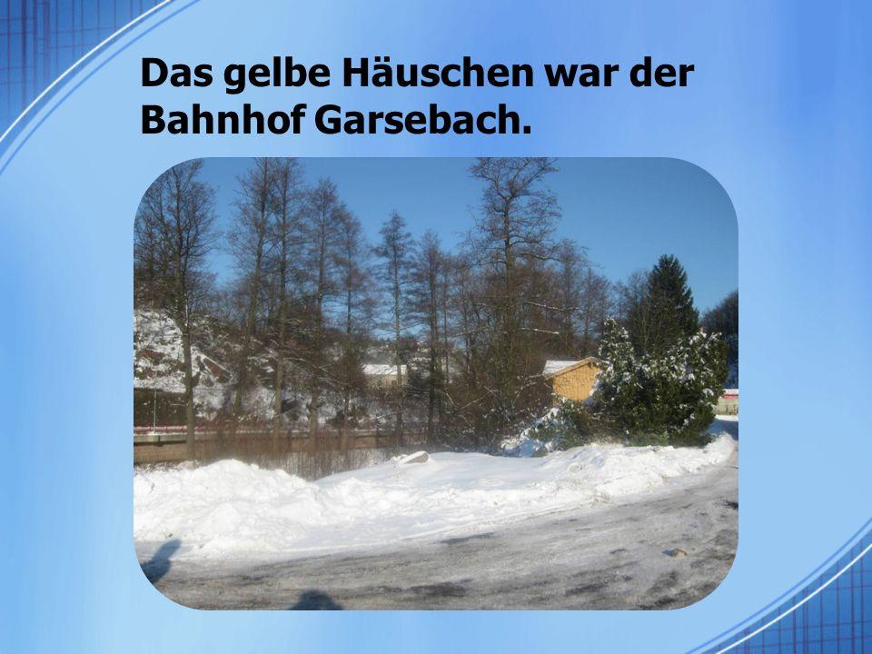Das gelbe Häuschen war der Bahnhof Garsebach.