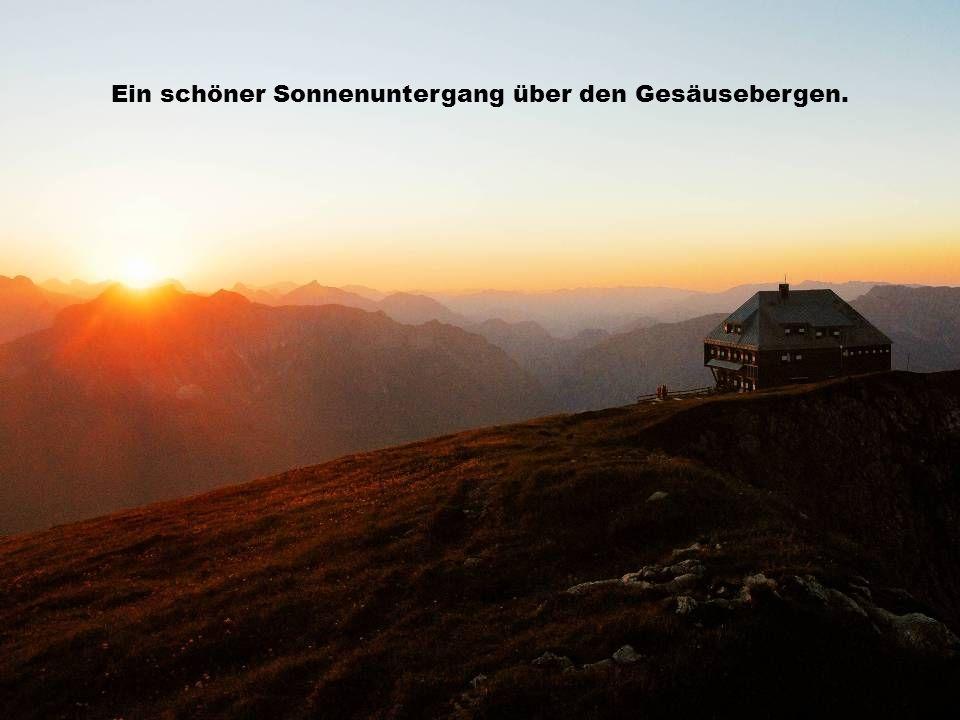 Ein schöner Sonnenuntergang über den Gesäusebergen.