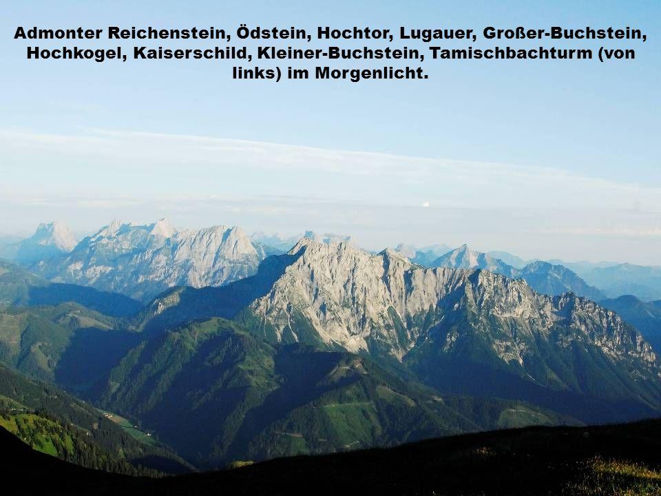 Admonter Reichenstein, Ödstein, Hochtor, Lugauer, Großer-Buchstein, Hochkogel, Kaiserschild, Kleiner-Buchstein, Tamischbachturm (von links) im Morgenlicht.