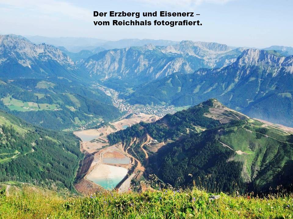 Der Erzberg und Eisenerz – vom Reichhals fotografiert.