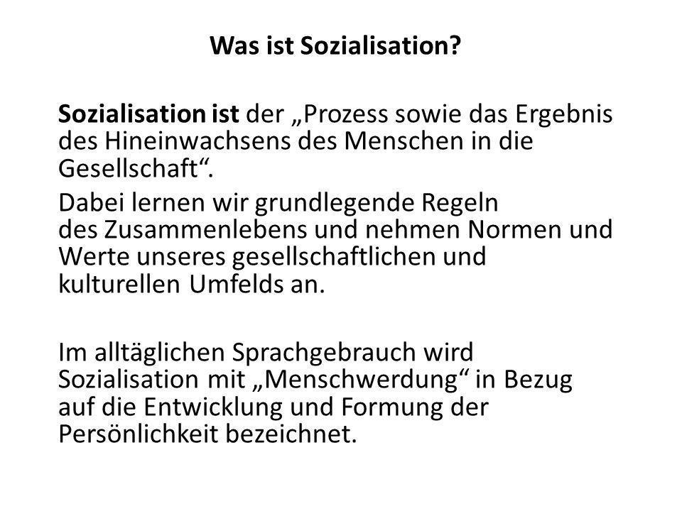 """Was ist Sozialisation Sozialisation ist der """"Prozess sowie das Ergebnis des Hineinwachsens des Menschen in die Gesellschaft ."""