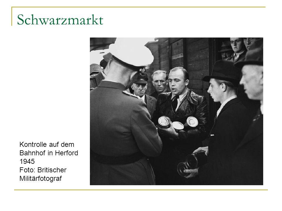 Schwarzmarkt Kontrolle auf dem Bahnhof in Herford 1945