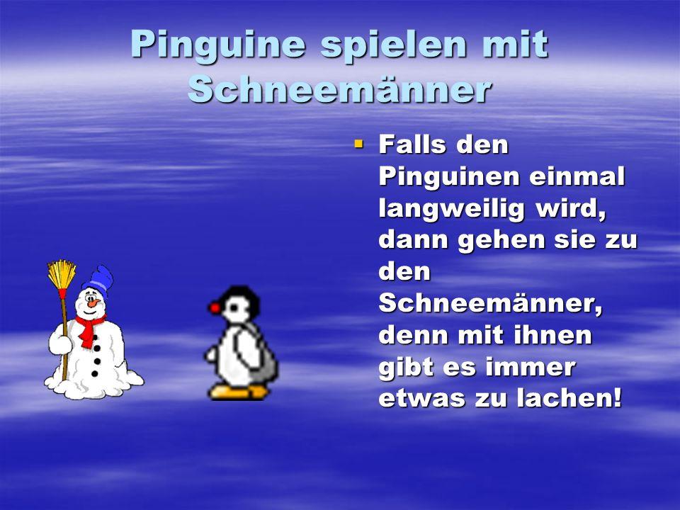 Pinguine spielen mit Schneemänner