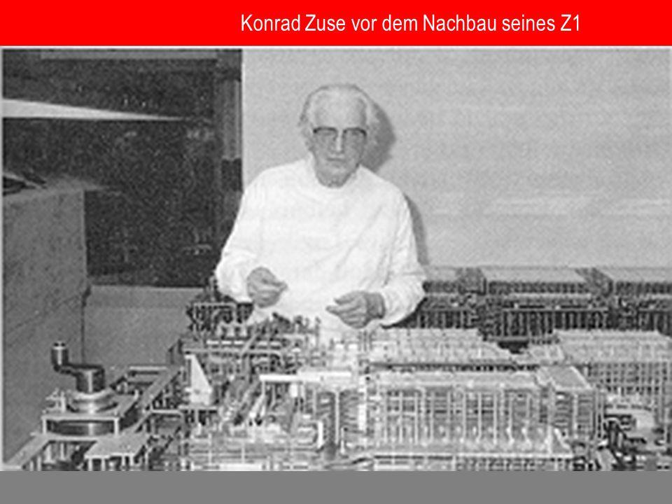 Konrad Zuse vor dem Nachbau seines Z1