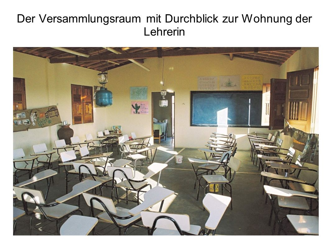 Der Versammlungsraum mit Durchblick zur Wohnung der Lehrerin