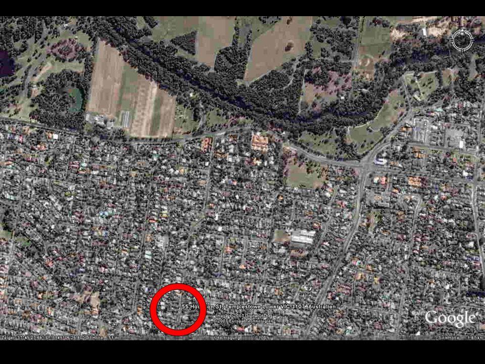 Da ist unser Haus, und das grosse flache silbere Dach war meine Grundschule ! :-)