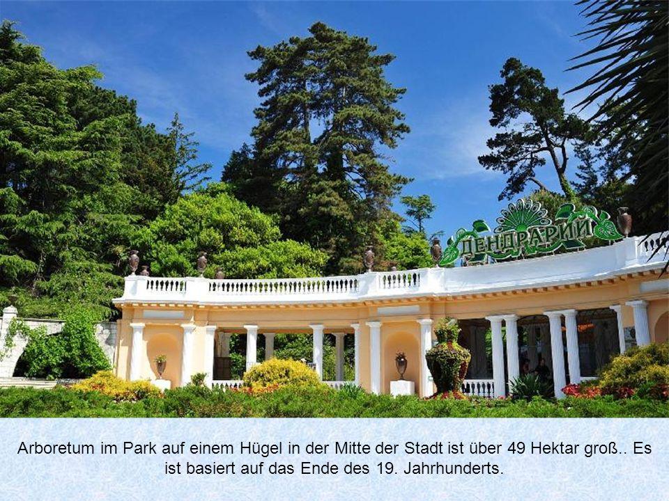 Arboretum im Park auf einem Hügel in der Mitte der Stadt ist über 49 Hektar groß..