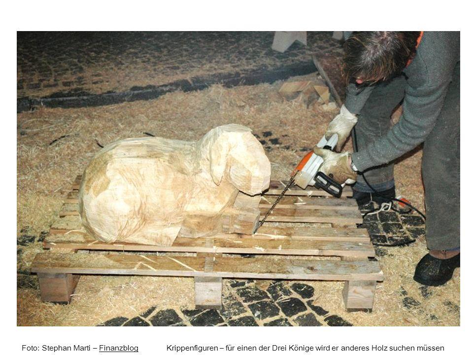 Foto: Stephan Marti – Finanzblog Krippenfiguren – für einen der Drei Könige wird er anderes Holz suchen müssen