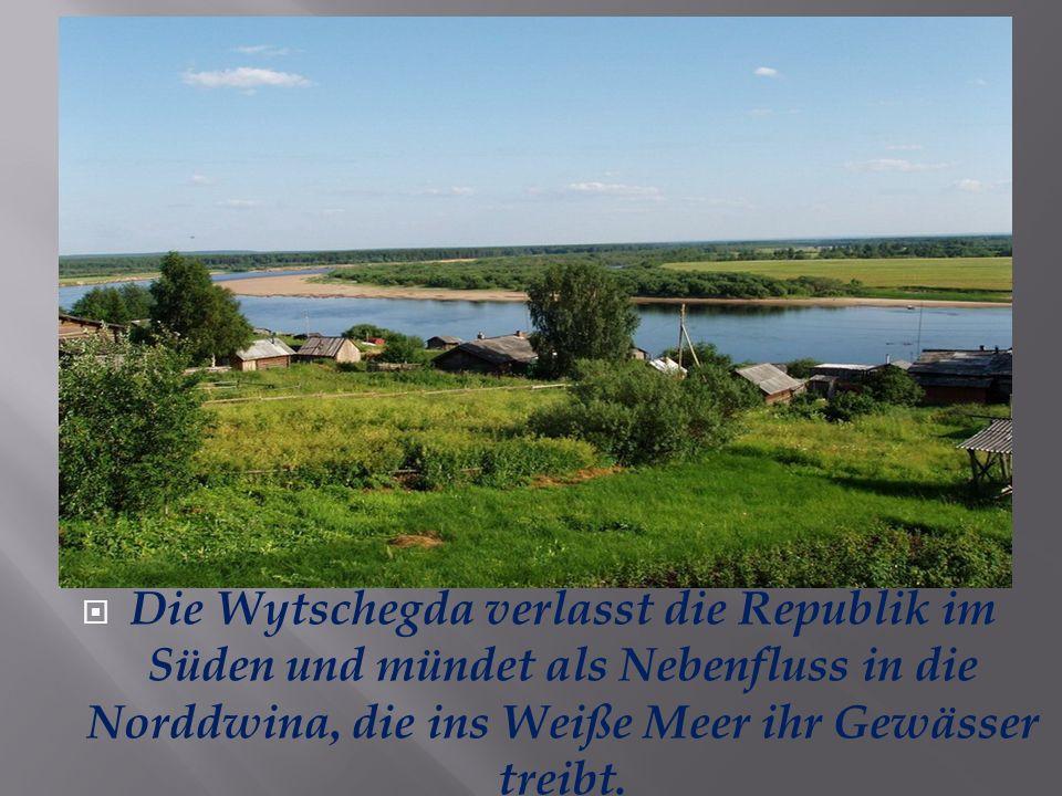 Die Wytschegda verlasst die Republik im Süden und mündet als Nebenfluss in die Norddwina, die ins Weiße Meer ihr Gewässer treibt.