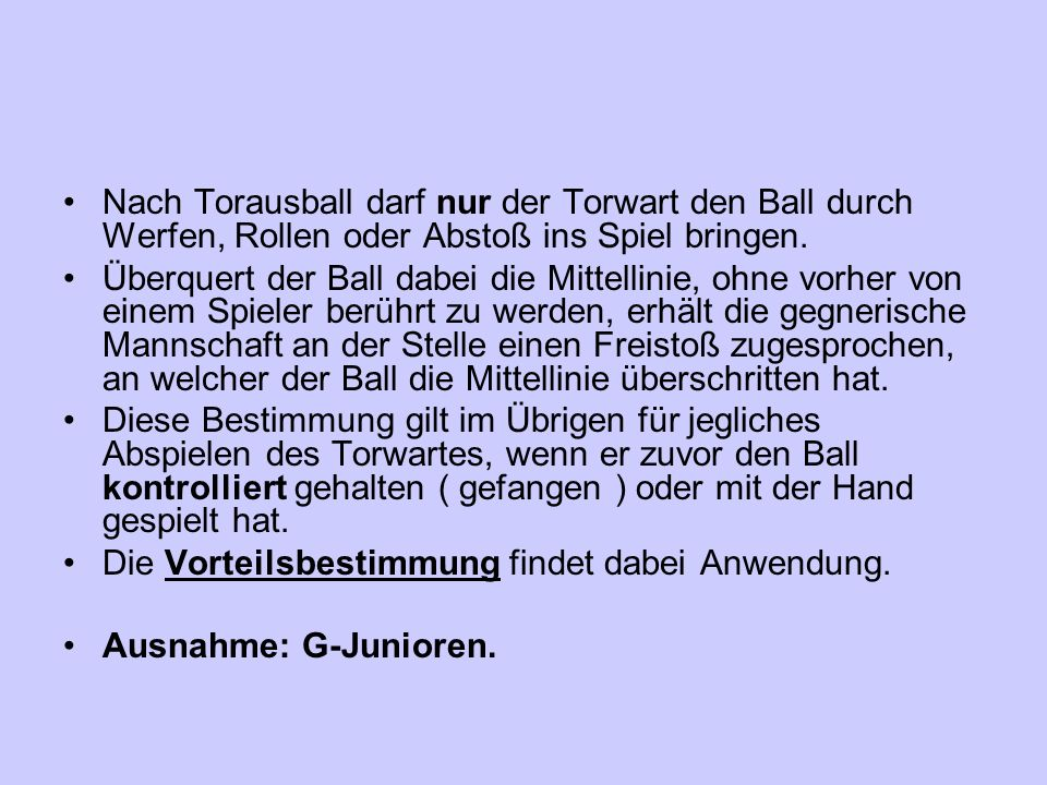 Nach Torausball darf nur der Torwart den Ball durch Werfen, Rollen oder Abstoß ins Spiel bringen.