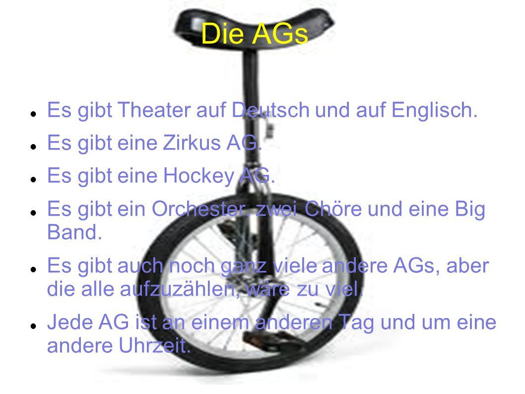 Die AGs Es gibt Theater auf Deutsch und auf Englisch.