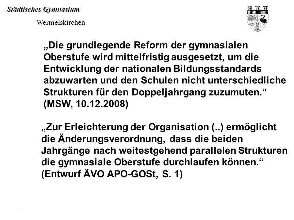 """""""Die grundlegende Reform der gymnasialen Oberstufe wird mittelfristig ausgesetzt, um die Entwicklung der nationalen Bildungsstandards abzuwarten und den Schulen nicht unterschiedliche Strukturen für den Doppeljahrgang zuzumuten. (MSW, 10.12.2008)"""