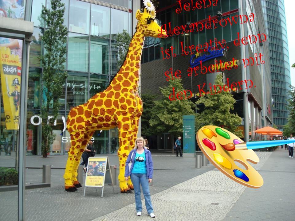 Jelena Alexandrowna ist kreativ, denn sie arbeitet mit den Kindern.