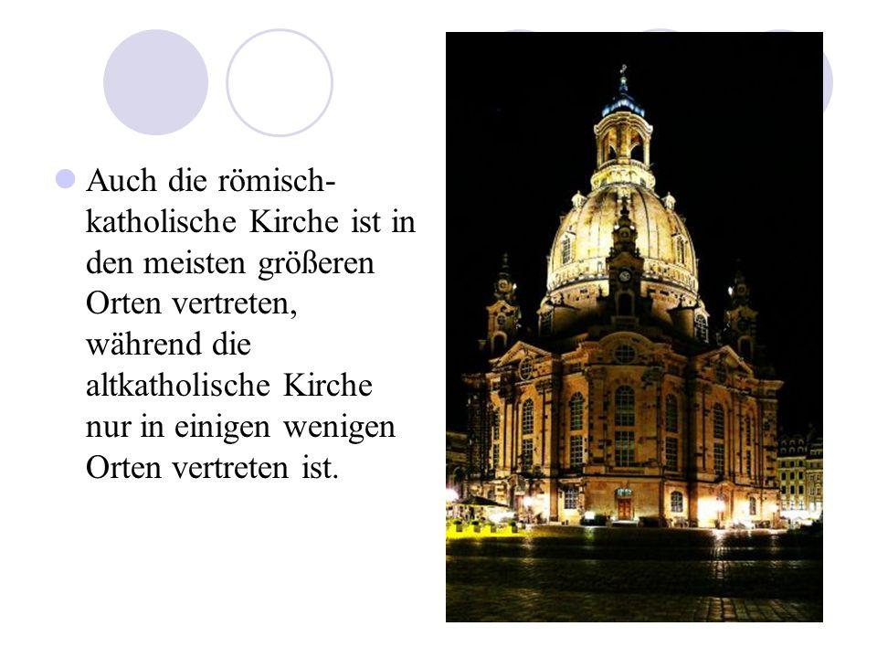 Auch die römisch-katholische Kirche ist in den meisten größeren Orten vertreten, während die altkatholische Kirche nur in einigen wenigen Orten vertreten ist.