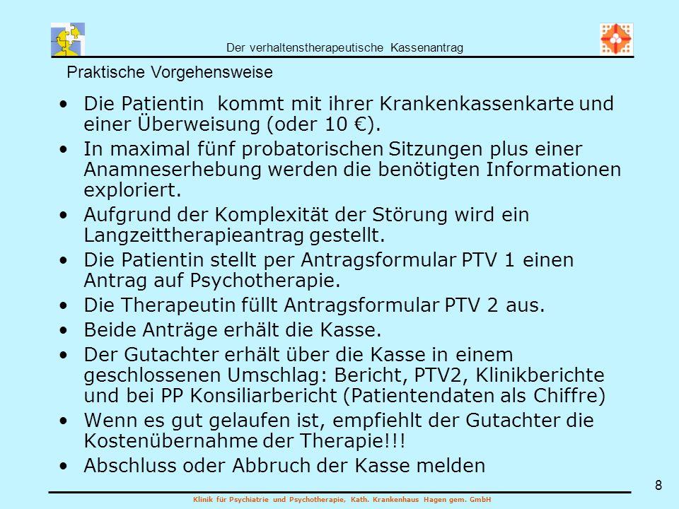 Die Therapeutin füllt Antragsformular PTV 2 aus.