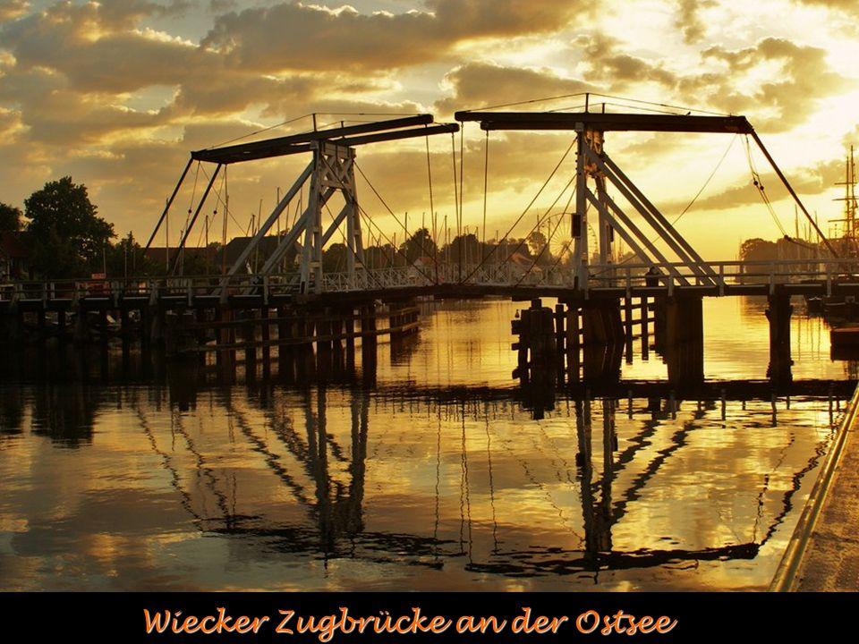 Wiecker Zugbrücke an der Ostsee