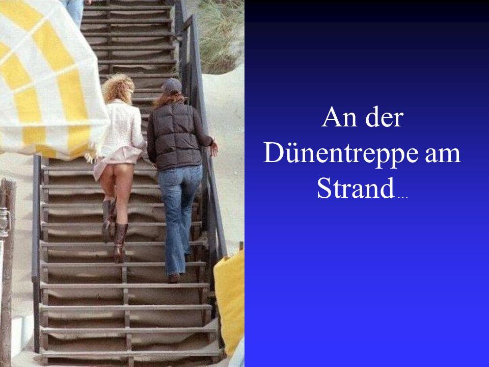 An der Dünentreppe am Strand …