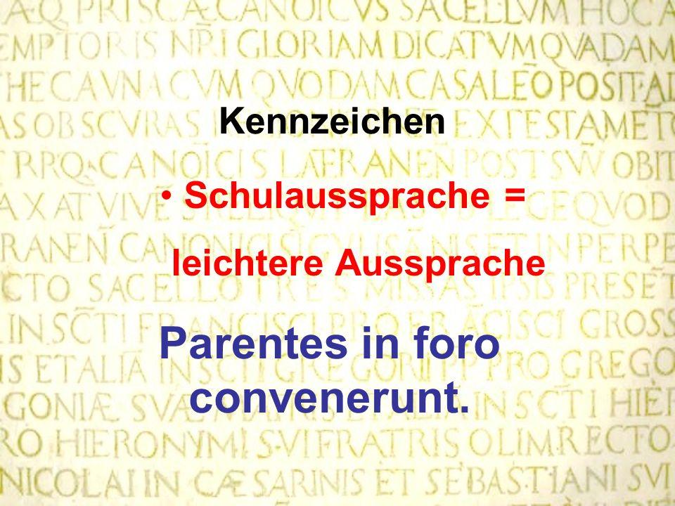 Parentes in foro convenerunt.