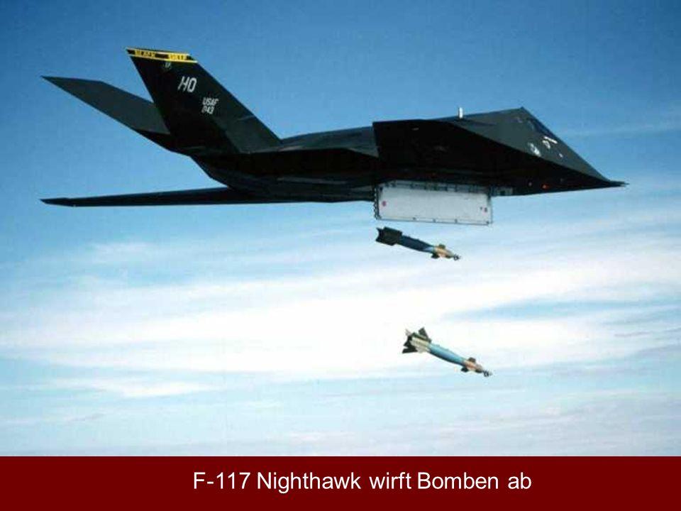 F-117 Nighthawk wirft Bomben ab