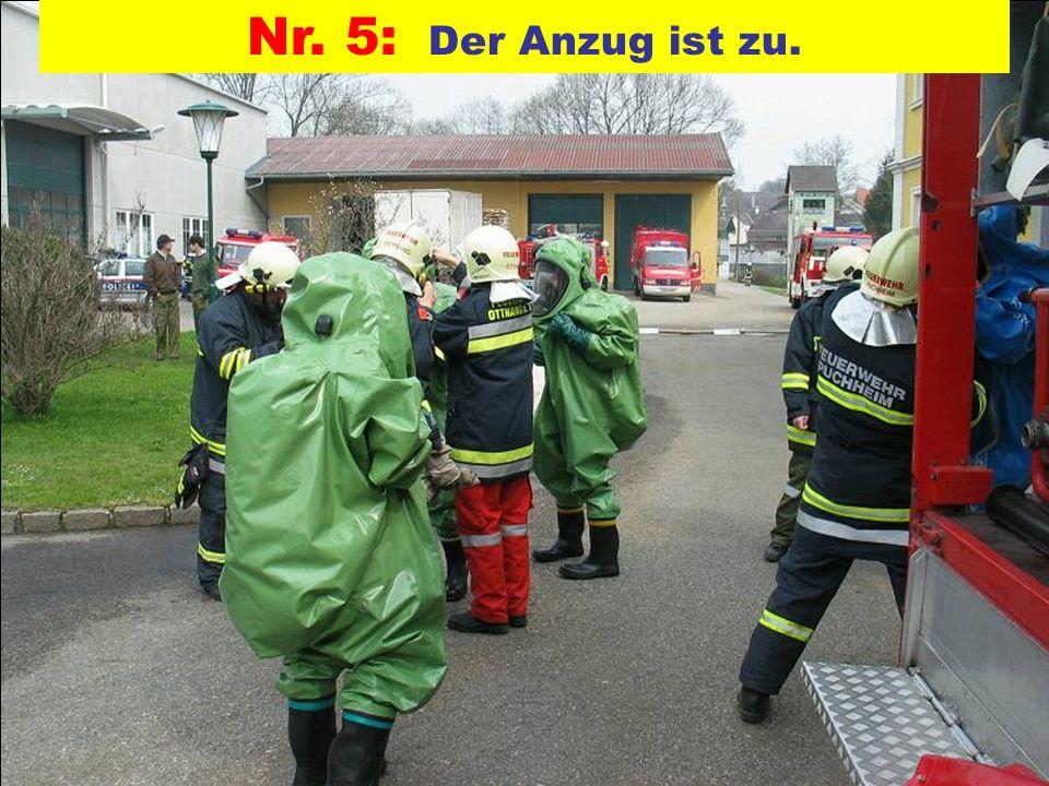 Nr. 5: Der Anzug ist zu. Pressegruppe der FF Ottnang a.H.