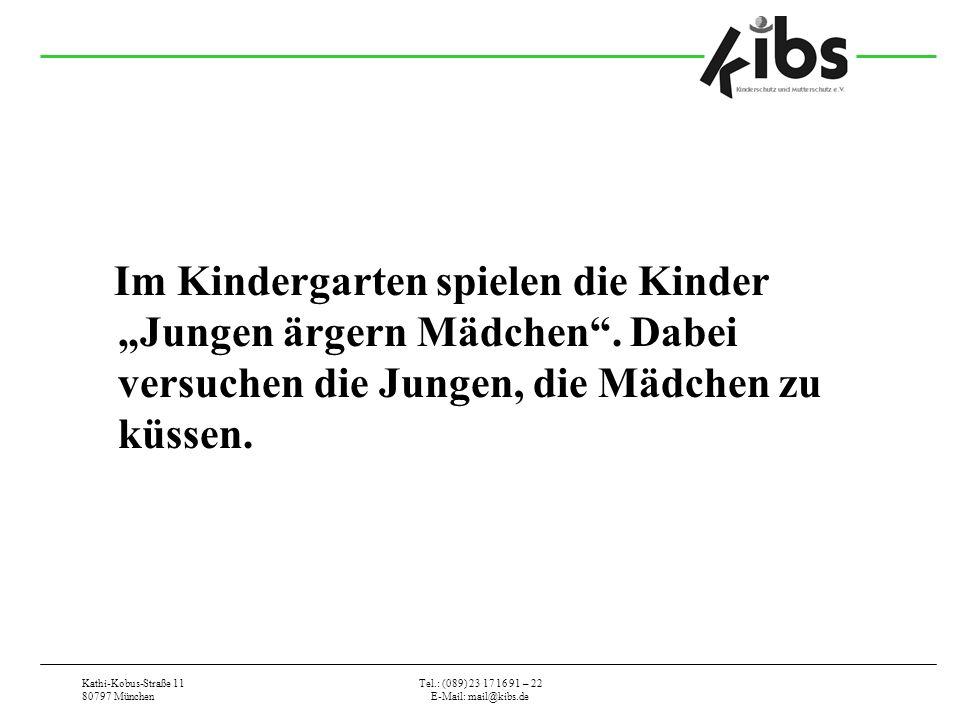 """Im Kindergarten spielen die Kinder """"Jungen ärgern Mädchen"""
