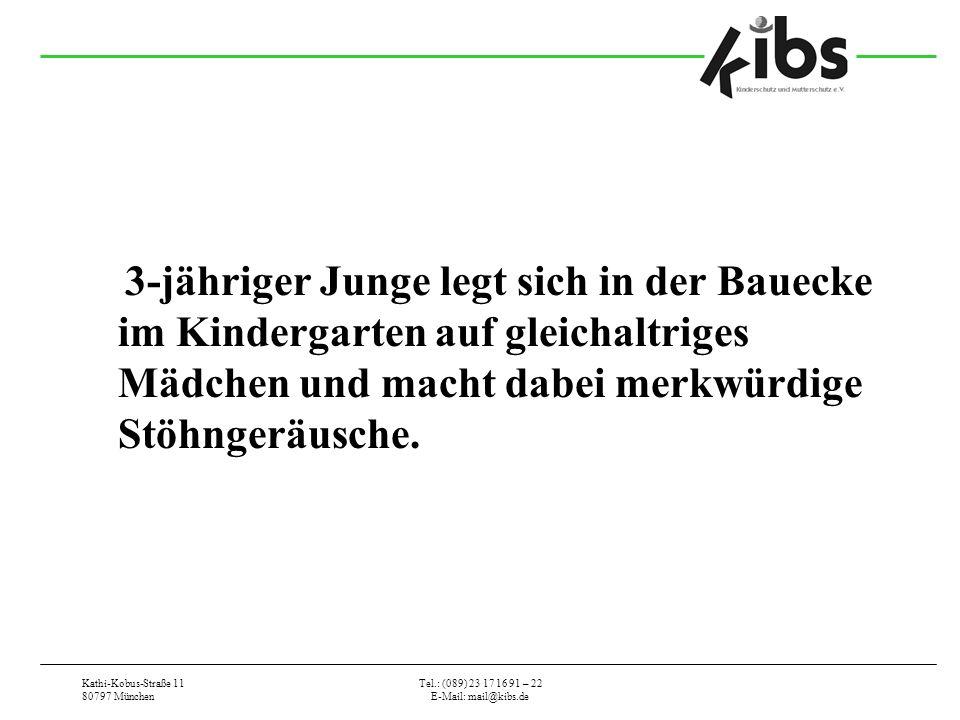 3-jähriger Junge legt sich in der Bauecke im Kindergarten auf gleichaltriges Mädchen und macht dabei merkwürdige Stöhngeräusche.