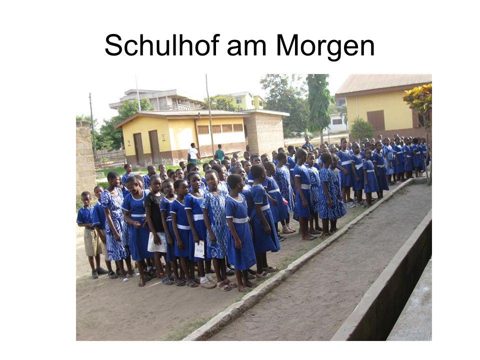 Schulhof am Morgen