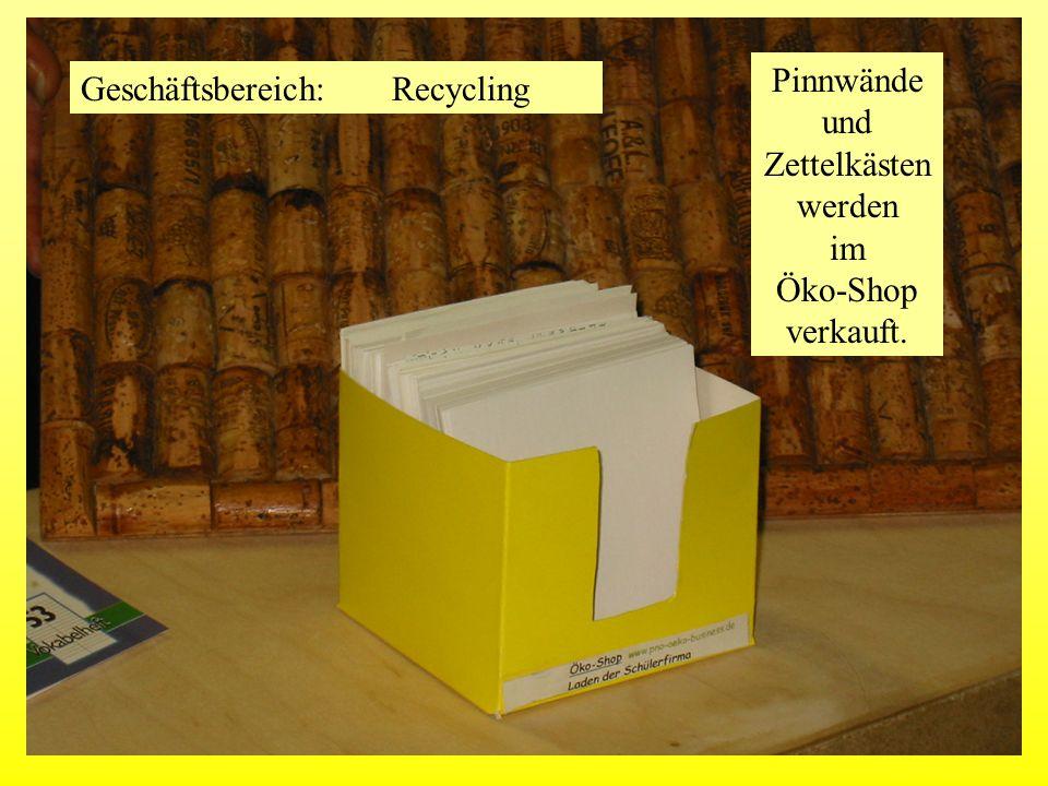 Pinnwände und Zettelkästen werden im Öko-Shop verkauft.