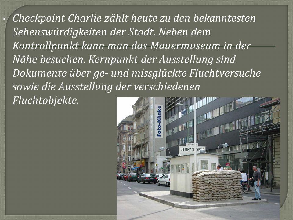 Checkpoint Charlie zählt heute zu den bekanntesten Sehenswürdigkeiten der Stadt.
