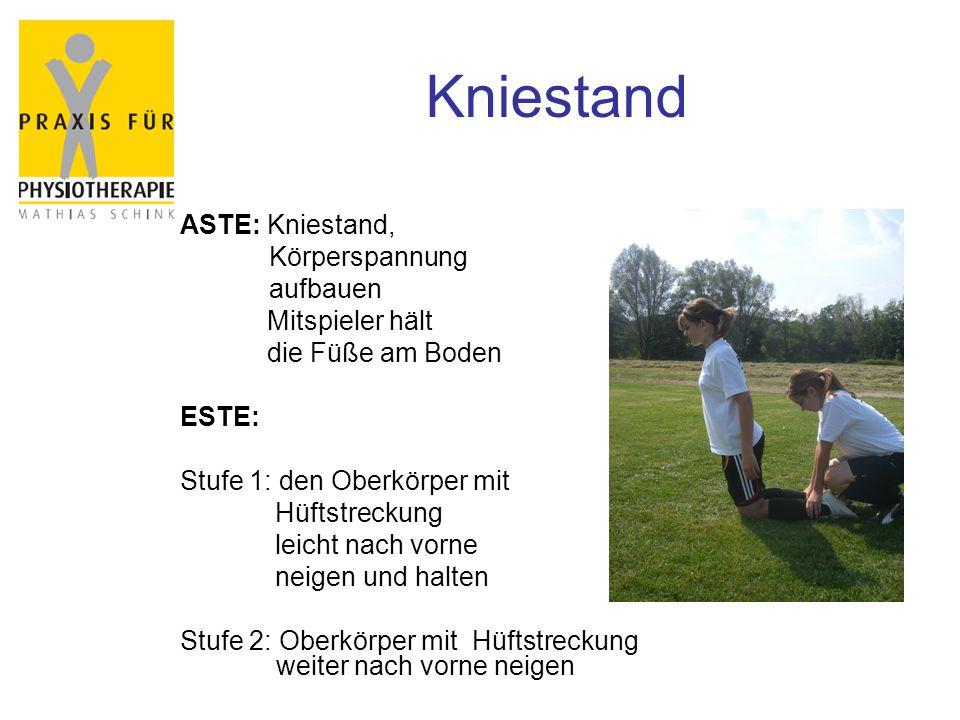 Kniestand ASTE: Kniestand, Körperspannung aufbauen Mitspieler hält