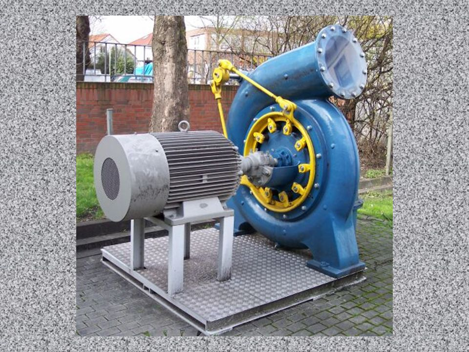Hier sieht man eine komplettes Turbinenlaufwerk mit Generator (links).