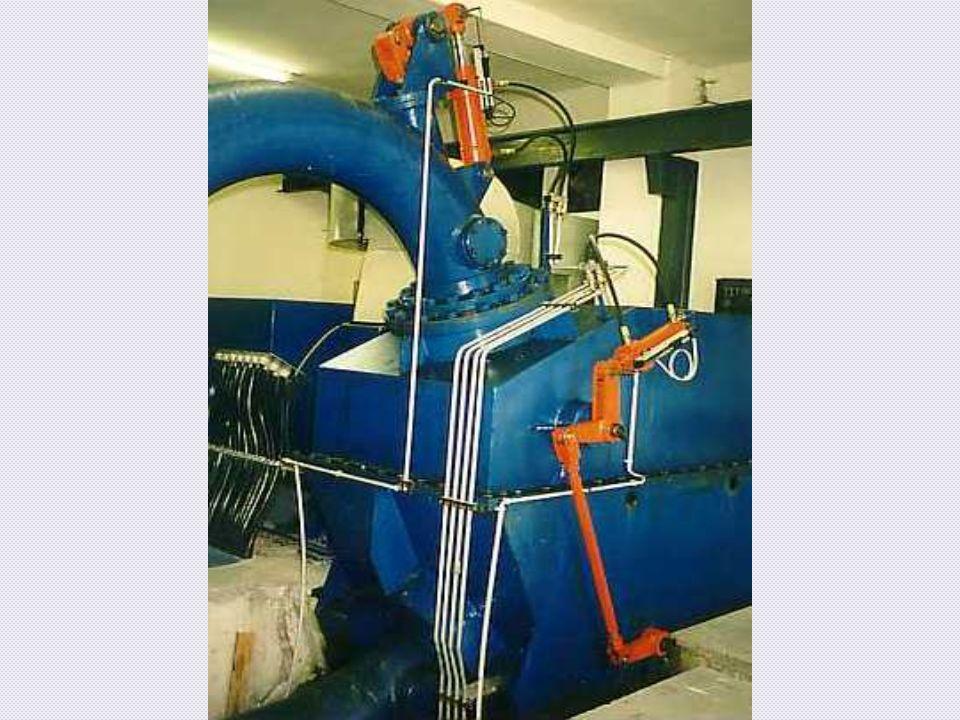 Diese Turbine wird in einem geschlossenen Gehäuse betrieben, damit dass Wasser nicht daneben spritzten kann.