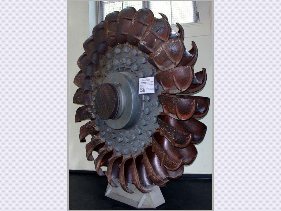 Das Laufrad besteht aus bis zu 40 Schaufeln oder auch Bechern, die alle jeweils durch eine Mittelschneide in zwei Halbschaufeln unterteilt sind.