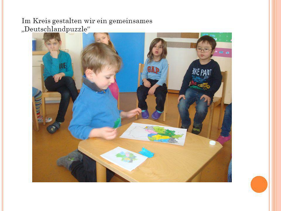 """Im Kreis gestalten wir ein gemeinsames """"Deutschlandpuzzle"""