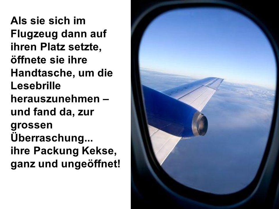 Als sie sich im Flugzeug dann auf ihren Platz setzte, öffnete sie ihre Handtasche, um die Lesebrille herauszunehmen – und fand da, zur grossen Überraschung...