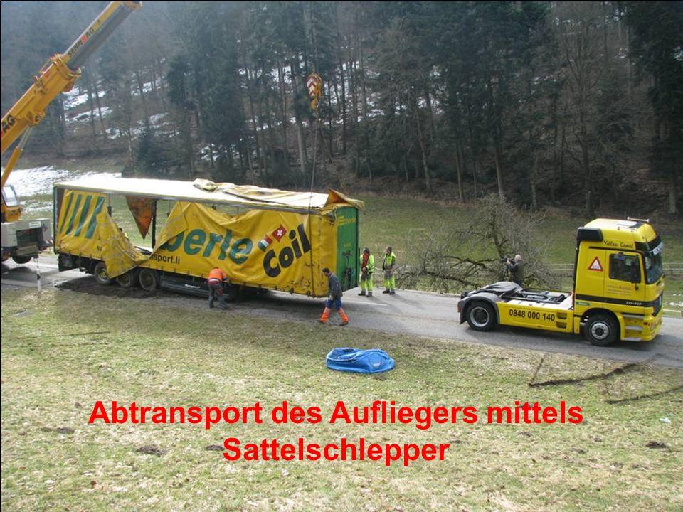 Abtransport des Aufliegers mittels Sattelschlepper