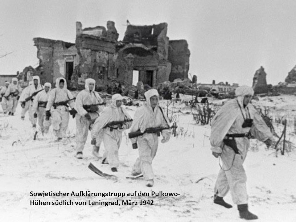 Sowjetischer Aufklärungstrupp auf den Pulkowo-Höhen südlich von Leningrad, März 1942