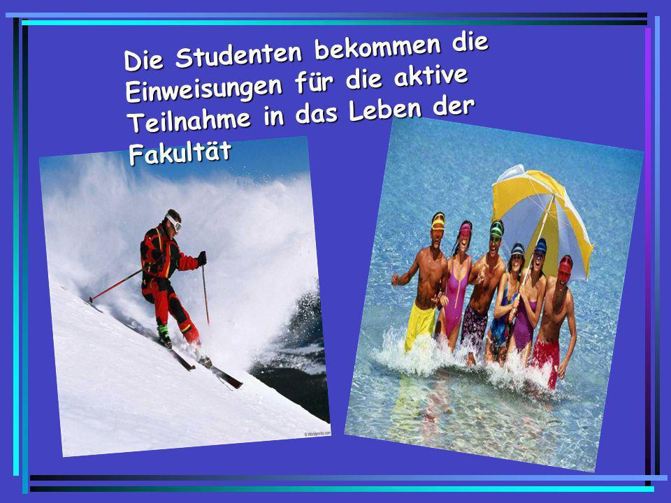 Die Studenten bekommen die Einweisungen für die aktive Teilnahme in das Leben der Fakultät