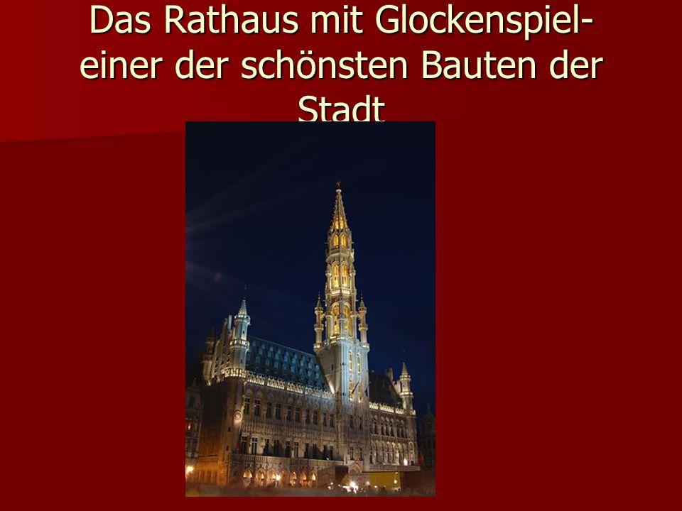 Das Rathaus mit Glockenspiel- einer der schönsten Bauten der Stadt