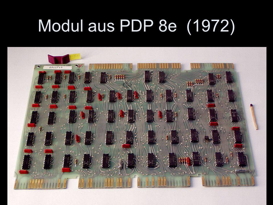 Modul aus PDP 8e (1972) 3 solcher Platinen bilden bereits einen kompletten Prozessor.