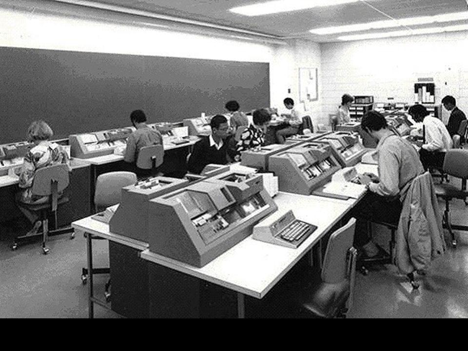 """Typischer """"Informatikraum für Stundenten an einer Uni"""