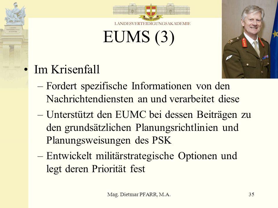 EUMS (3) Im Krisenfall. Fordert spezifische Informationen von den Nachrichtendiensten an und verarbeitet diese.