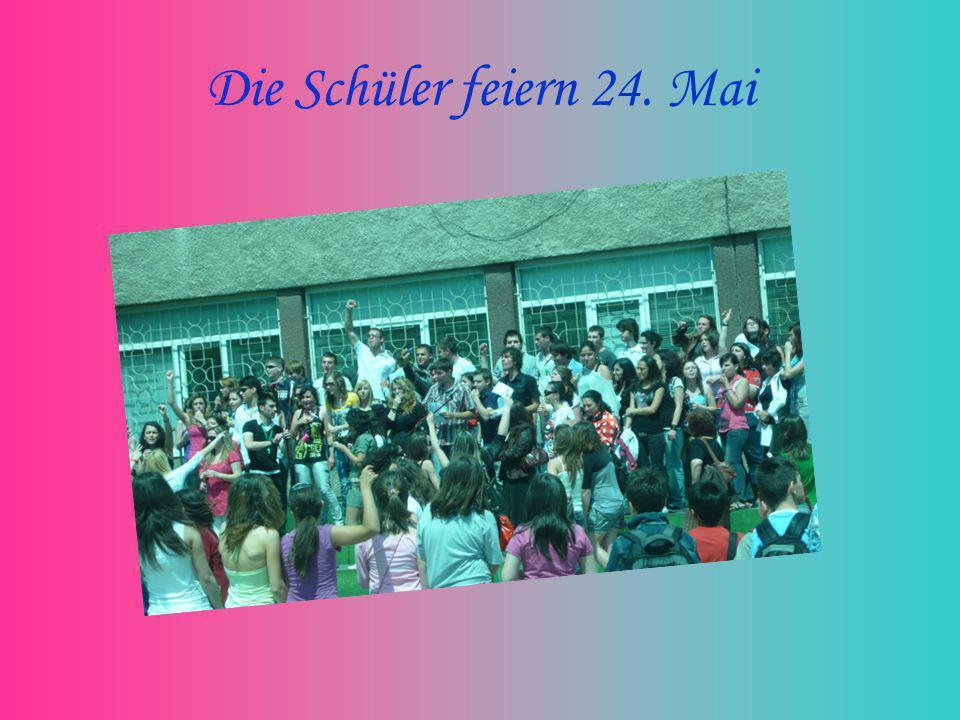 Die Schüler feiern 24. Mai